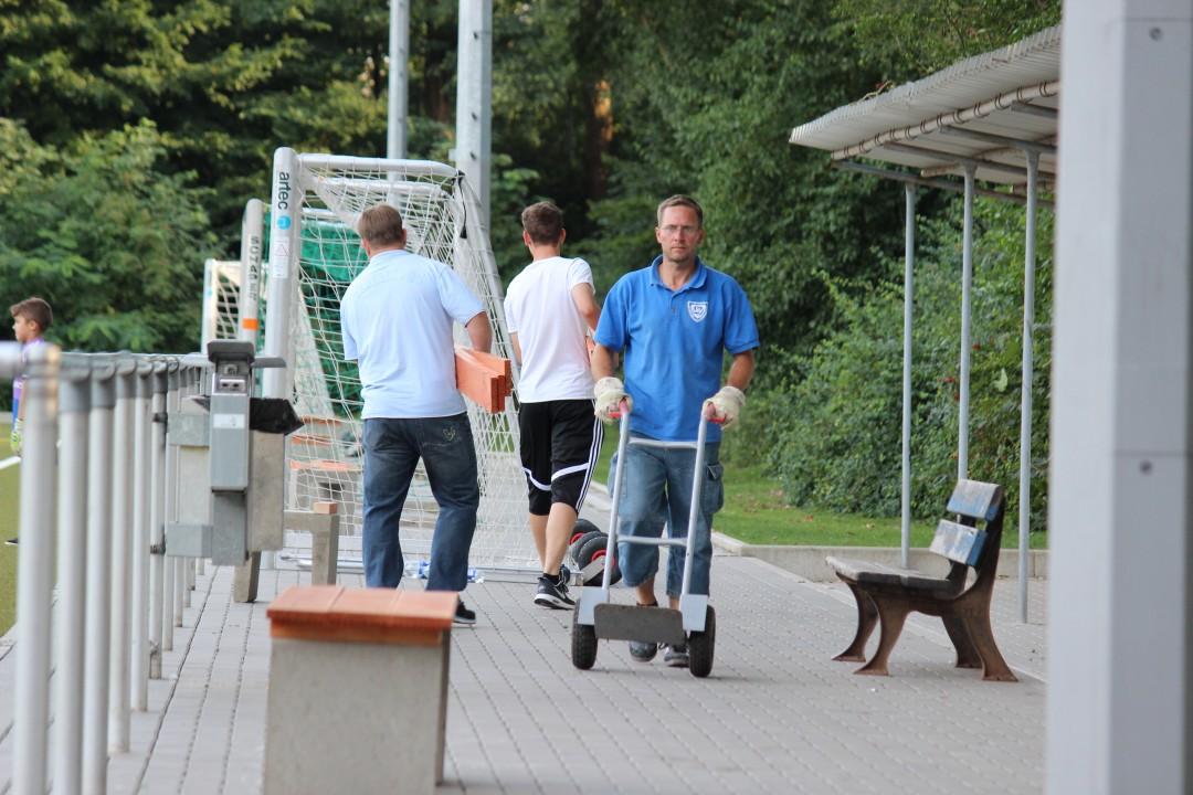 Förderverein errichtet neue Sitzgelegenheiten am Sportplatz